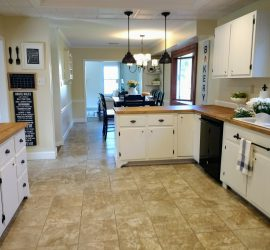 Farmhouse kitchen makeover reveal. How we updated our 1960s kitchen to farmhouse style. #kitchen #farmhousekitchen #kitchenmakeover