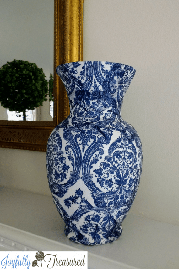 Easy Decoupage vases. Make Dollar store vases look high end with napkin decoupage. A quick and easy diy home decor craft idea. #homedecor #thriftstore #decopauge #crafts