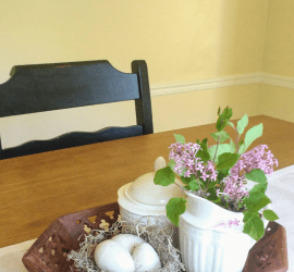 Simple DIY spring room decor, decorative speckled eggs for simple spring and Easier home decor and table centerpieces. #easterdecor #springdecor #diydecor #spring #springcrafts #diydecor #craftideas #seasonaldecor