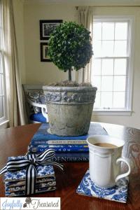 Making ceramic tile coasters with Mod Podge and napkins. Cute decoupage diy craft idea