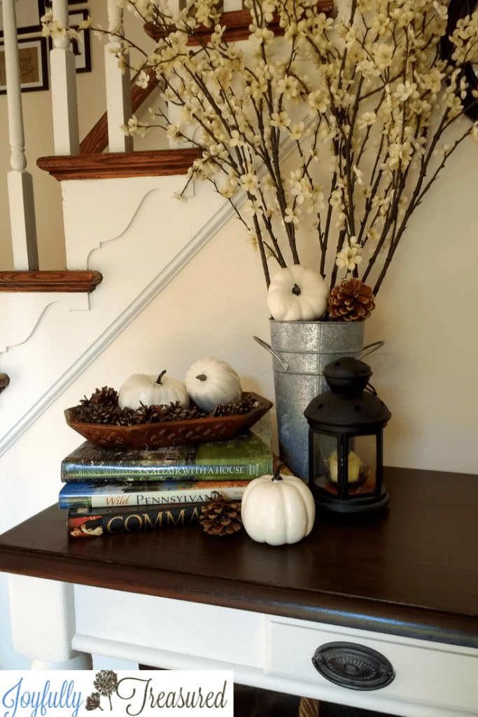 Farmhouse white pumpkin decor, fall foyer entryway decor #falldecor #centerpiece #farmhouse #autumn