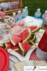 Make simple watermelon popsicles for an easy kids picnic idea #party #birthday #summer #picnic