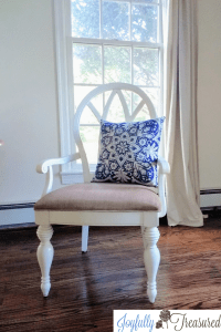 Painting fabric chairs with latex and fabric medium, a simple low budget home decor project. #homediy #budgetdecor #makeover #paintprojects