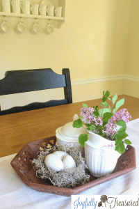 Simple DIY spring room decor, decorative speckled eggs for simple spring and Easter home decor and table centerpieces. #easterdecor #springdecor #diydecor #spring #springcrafts #diydecor #craftideas #seasonaldecor