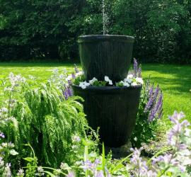 DIY solar fountain planter, How to make a solar water fountain #gardenideas #homediy #outdoorliving #solar #gardendiy #diy #waterfeature