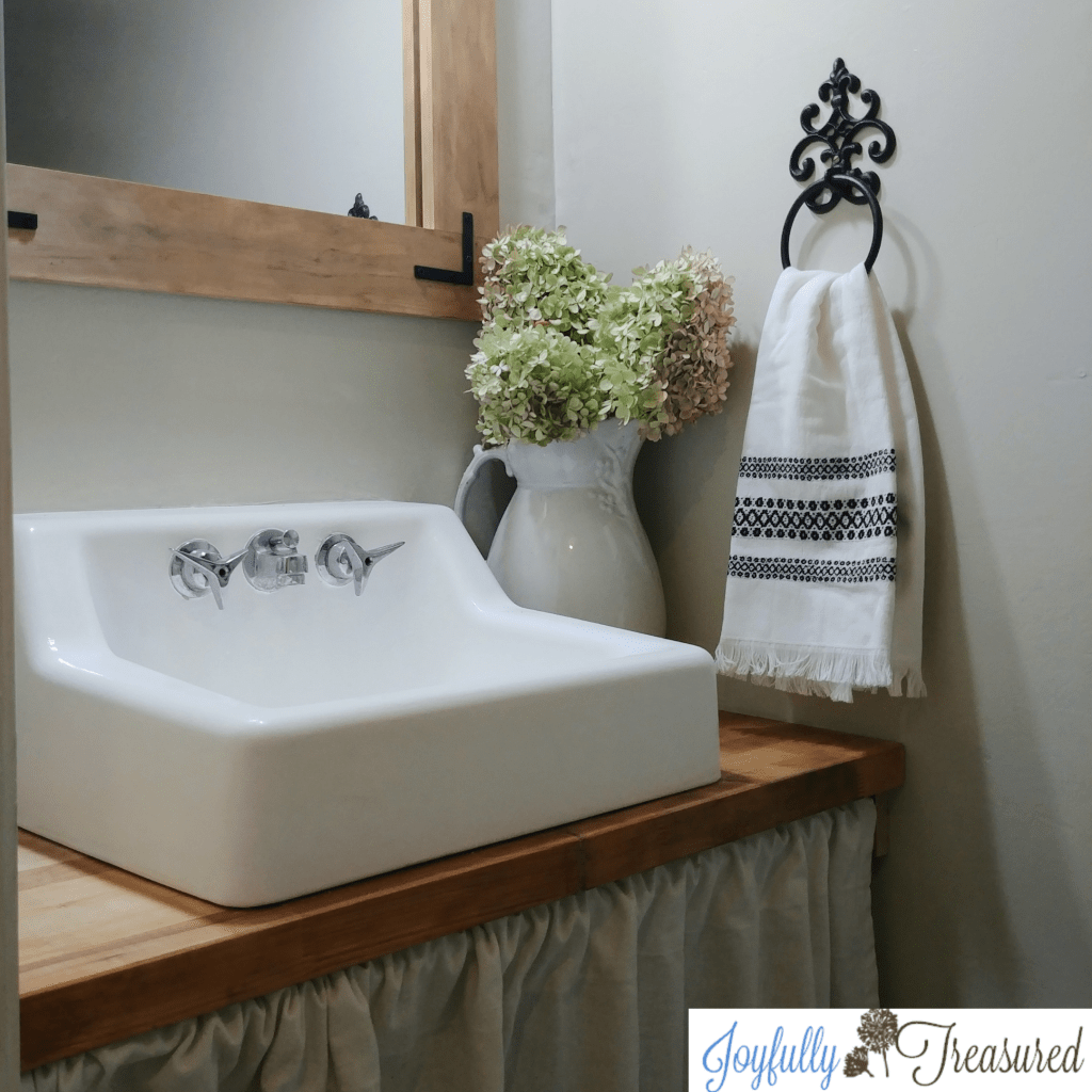 $100 room challenge. 1960's bathroom makeover with a $100 budget. Painting the sink and adding a countertop. Farmhouse style powder room makeover on a budget. #budgetdecor #homediy #farmhousestyle #beforeandafter #budgetreno #farmhousebathroom